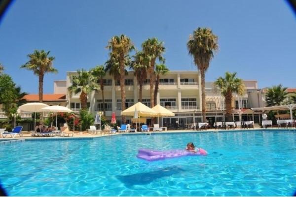 Hotel LA HOTEL & RESORT 4*, Girne (Kyrenia)