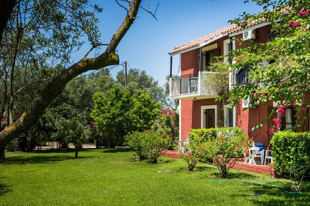 Dendrolivano aparthotel 3*, Minies