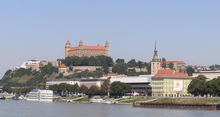 BRATISLAVA IN MALI KARPATI Slovaška
